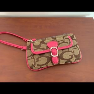 Handbags - Beautiful wristlet!
